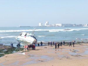 Chalutier échoué sur la plage des Présidents
